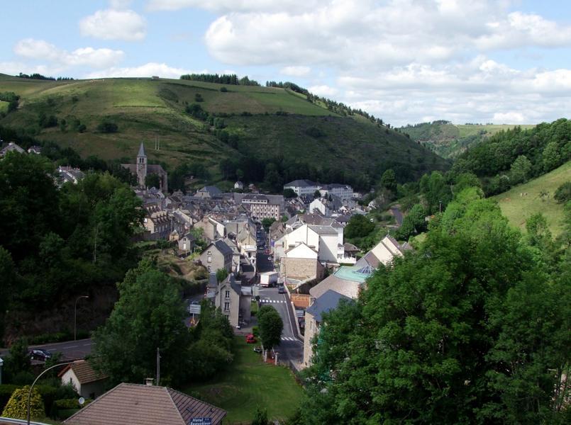 La ville de chaudes aigues du cantal festival du - Office de tourisme de chaudes aigues ...